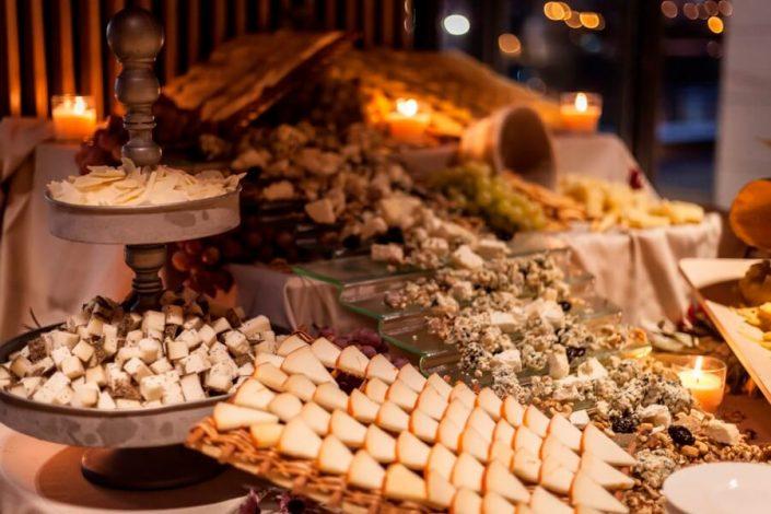 Distintas variedades de quesos ofrecidas para un congreso en Sevilla