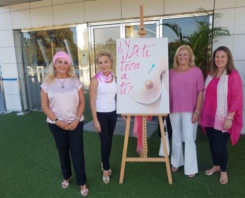 Muelle 21 se convierte en una pasarela flamenca de periodistas contra el cancer de mama